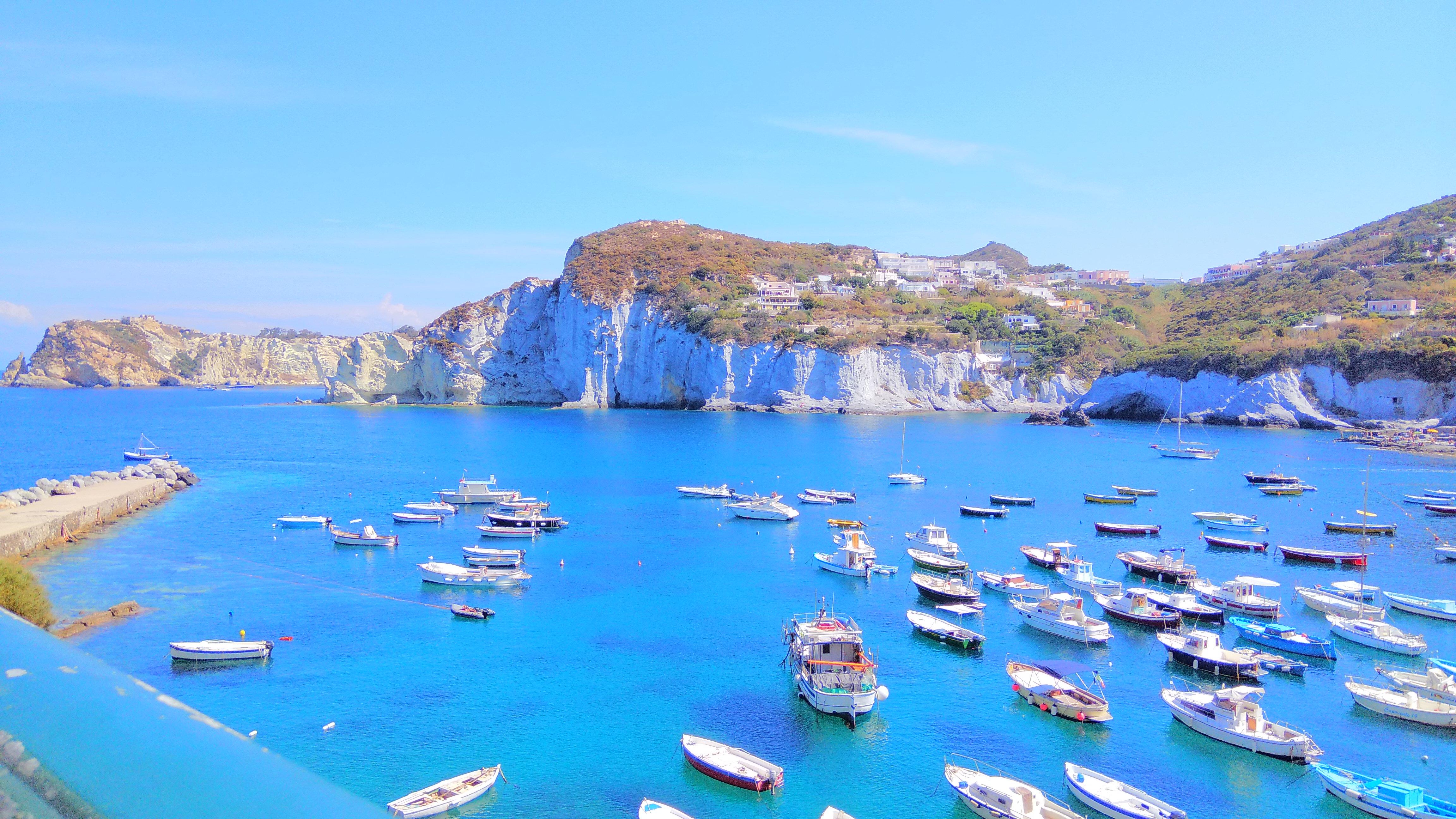 Wir wollen me(e)hr als nur Kino und Urlaub: Lassen Sie sich auf eine eher nicht so bekannte italienische Insel mitreißen!